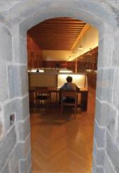 Sala de investigadores del Archivo Real y General de Navarra.